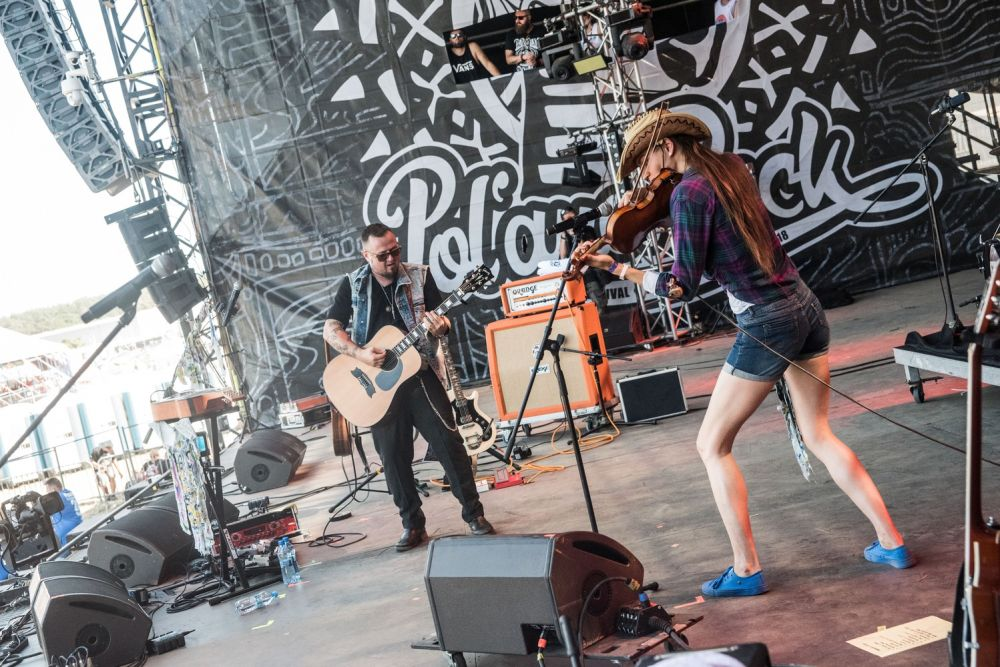 Robert Cichy and his guests kicking off the show at the Second Stage of Pol'and'Rock. Photo credit: Dominik Malik