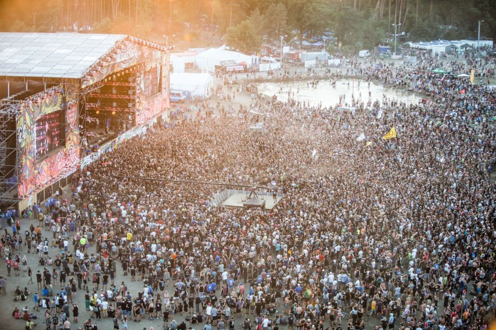 The Pol'and'Rock Festival crowds enjoying Main Stage concerts. Photo credit: Marcin Michoń