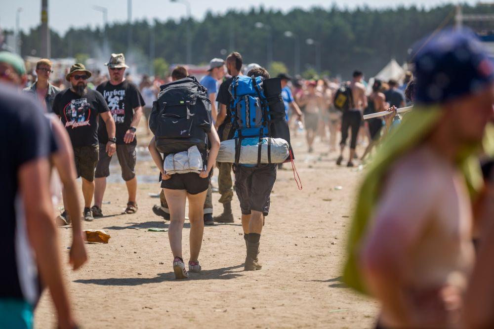 Backpackers heading home from the Pol'and'Rock Festival Field. Photo credit: Michał Kwaśniewski