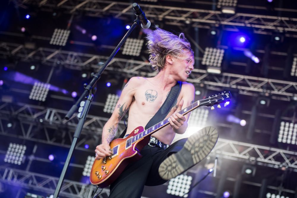Jamie Campbell Bower putting on a show for the Pol'and'Rock audience. Photo credit: Stanisław Wadas