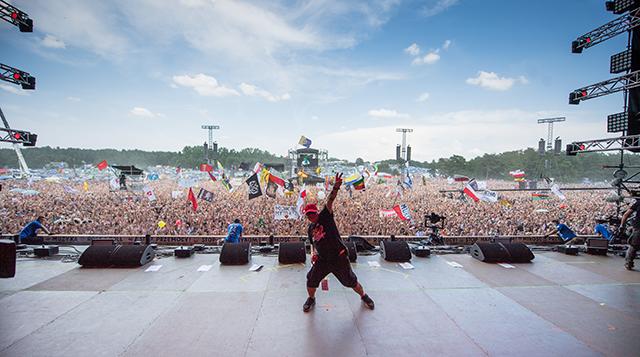 Jurek Owsiak on the Pol'and'Rock main stage. Photo credit: Stanisław Wadas