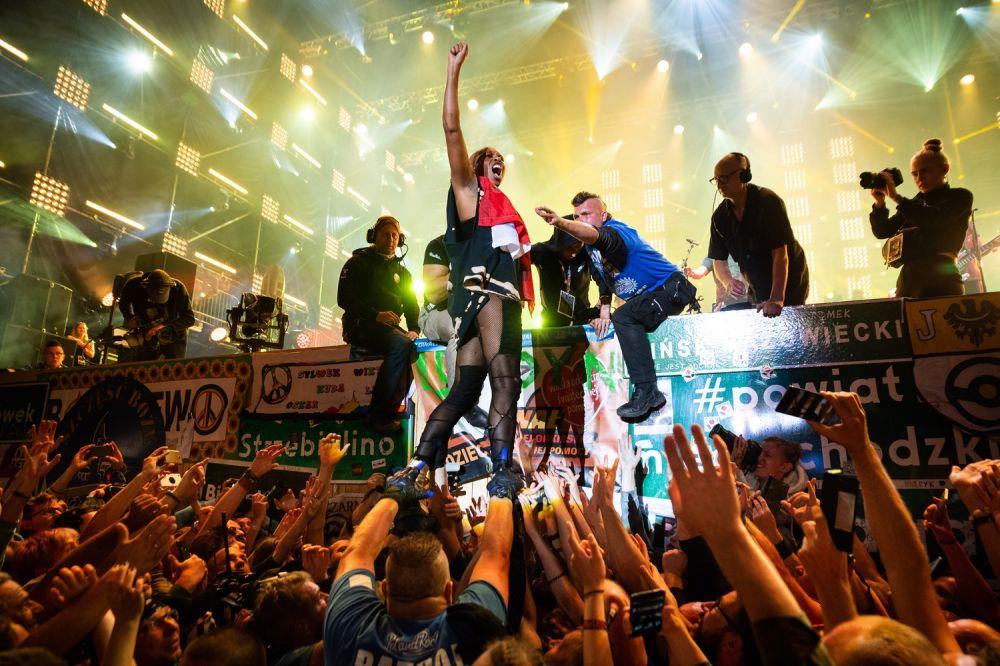 Wokalista Skunk Anansie - Skin w dniu koncertu obchodziła urodziny! fot. Damian Mękal
