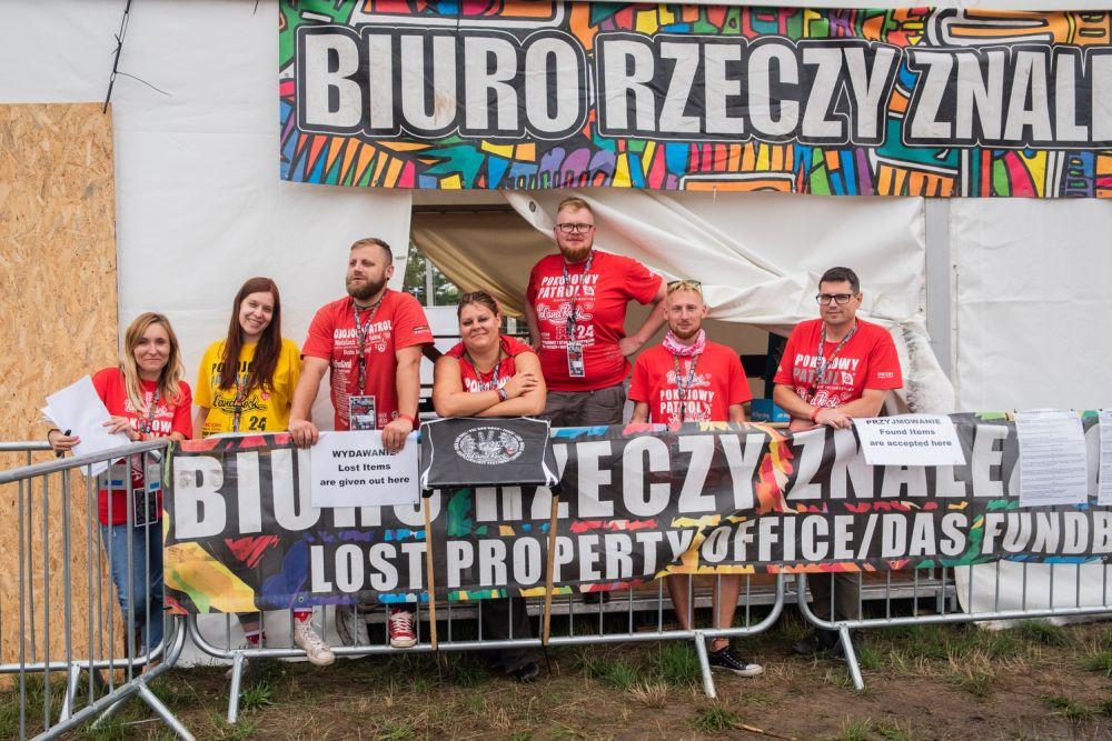 Biuro Rzeczy Znalezionych i wolontariusze Pokojowego Patrolu pracujący w nim na 25. Pol'and'Rock Festival fot. Dominik Malik