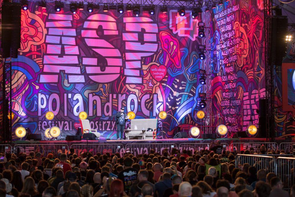 Skiba na tle przepięknej Sceny w Dużym Namiocie ASP fot. Lucyna Lewandowska
