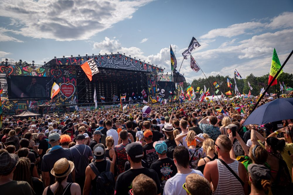 Festival crowd in front of the Main Stage. photo Łukasz Widziszowski
