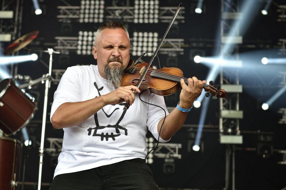 Michał Jelonek, Geigespieler des Band Hunter fot. Paweł Krupka