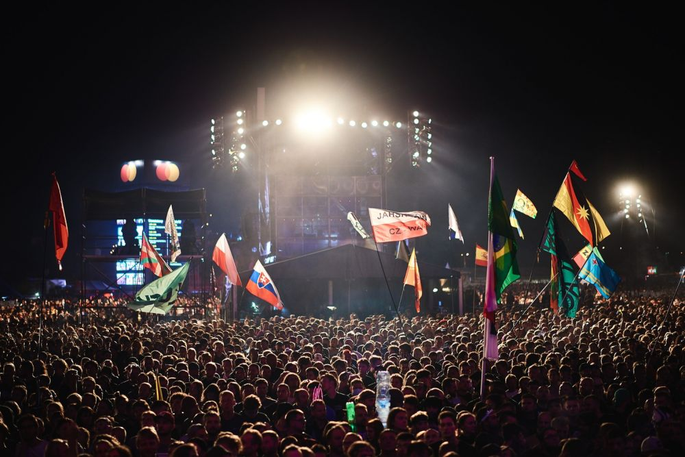 Main Stage at night. Photo Szymon Aksienionek