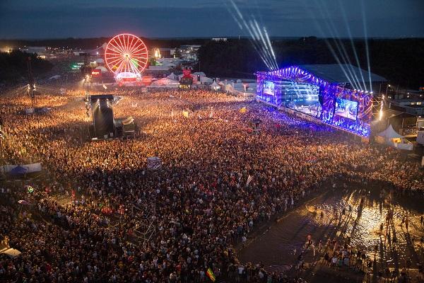 Najpiękniejsza Publiczność Świata pod Dużą Sceną fot. Lucyna Lewandowska