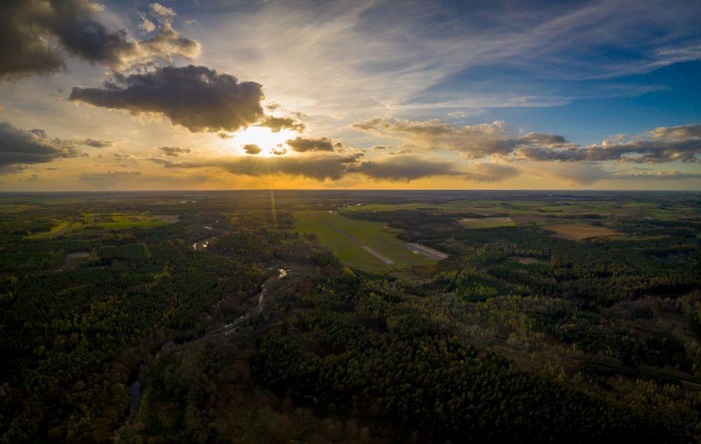Widok na Lotnisko w Makowicach - Płoty. fot. Łukasz Widziszowski