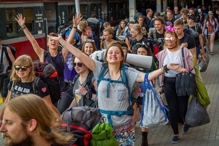 Dworzec w Kostrzynie podczas 23. Przystanku Woodstock - fot. Michał Kwaśniewski
