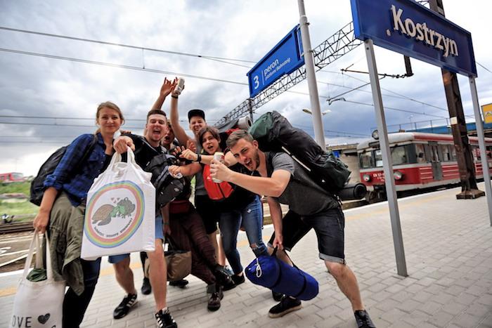 Festiwalowicze na dworcu w Kostrzynie - fot. Igor Kohutnicki
