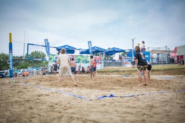 Siatkówka plażowa na wzgórzu ASP, fot. Marlena Kuczko