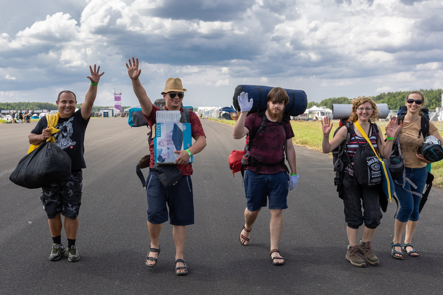 Festival goers on their way to the campsite. photography Lucyna Lewandowska
